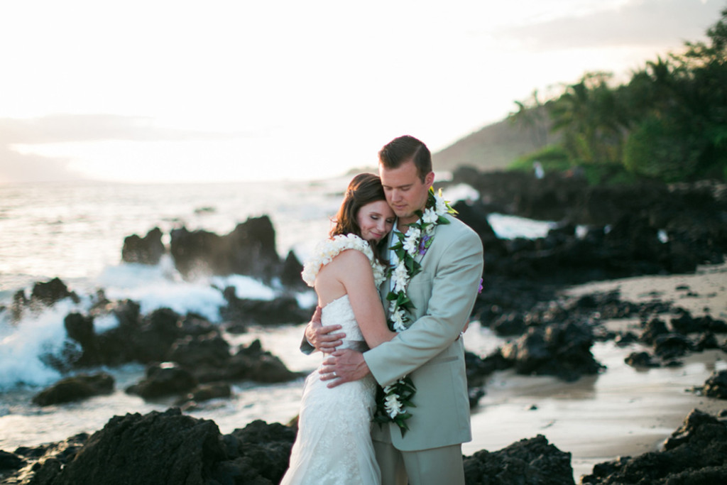 romantic maui wedding portait